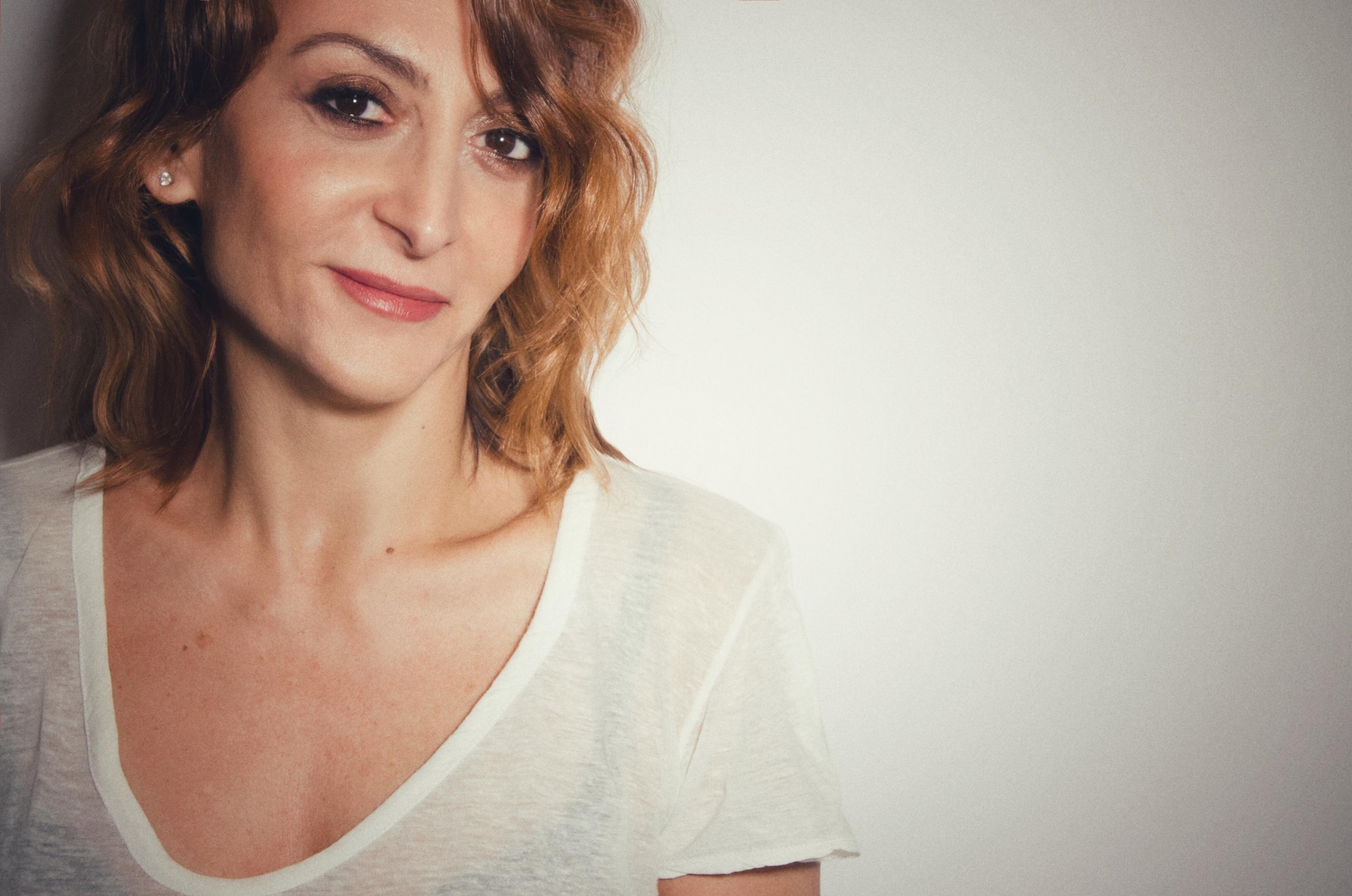 Paola Minaccioni, la libertà è il suo lusso