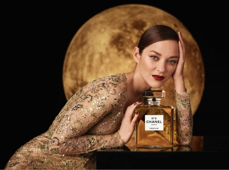 Sulla luna con Marion Cotillard
